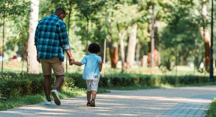 Ung far og søn